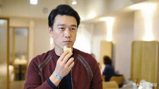 """王耀庆娶了青梅竹马的""""房东""""相守至今,妥妥一段佳话啊"""