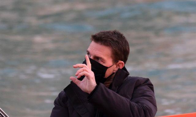 汤姆克鲁斯在威尼斯的游艇上拍碟中谍,帅气有型太有风度