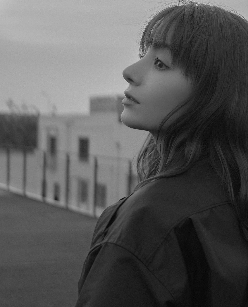 麦迪娜黑色工装图片 麦迪娜甜酷帅气写真